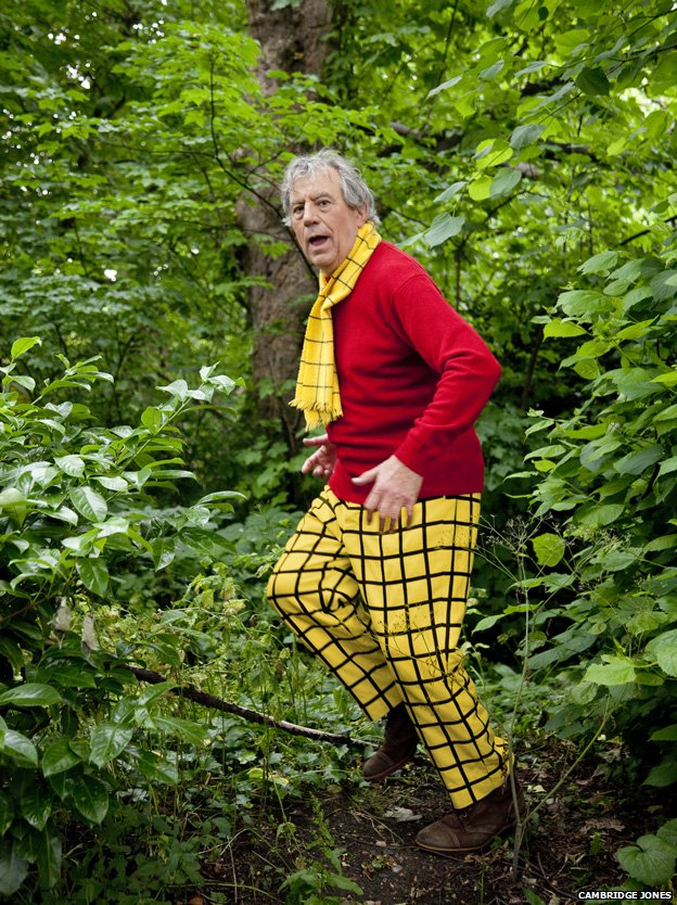 Terry Jones, Rupert the Bear kostümünde.