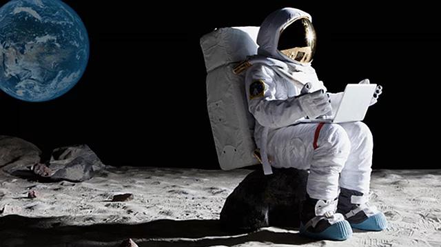 astronot-ay-uzay-moon