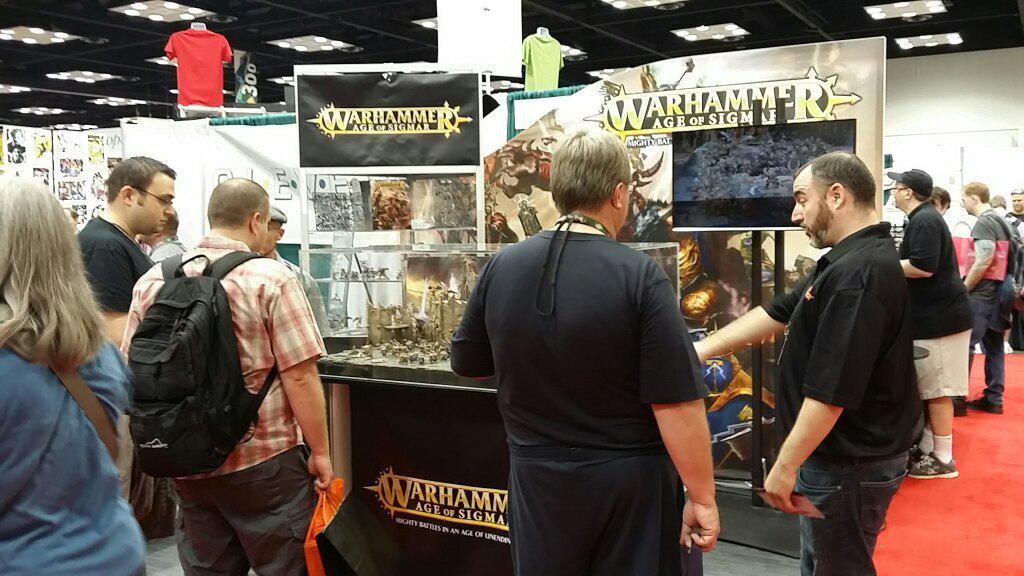 Games Workshop, kendi standında yeni Warhammer oyunlarını tanıtırken