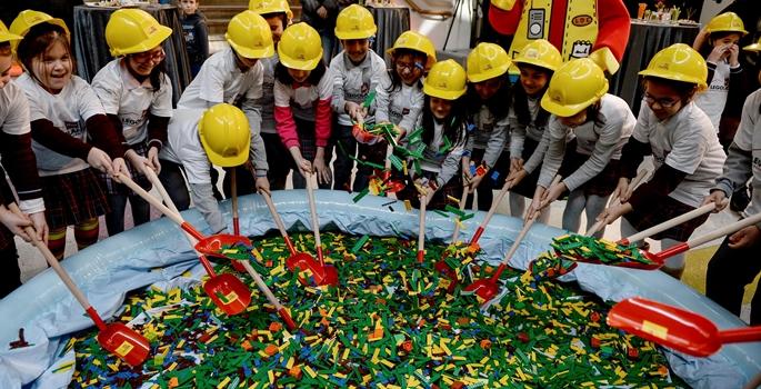 Legoland Discovery Centre İstanbul'un sembolik temel atma töreni gerçekleştirildi. Forum İstanbul'da gerçekleştirilen törene, Multi Turkey ve Legoland yetkililerinin yanı sıra çok sayıda çocuk ve davetli katıldı. (Onur Çoban - Anadolu Ajansı)