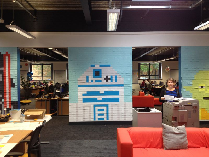 co-workers-use-post-its-to-turn-boring-office-walls-into-awesome-star-wars-characters-18