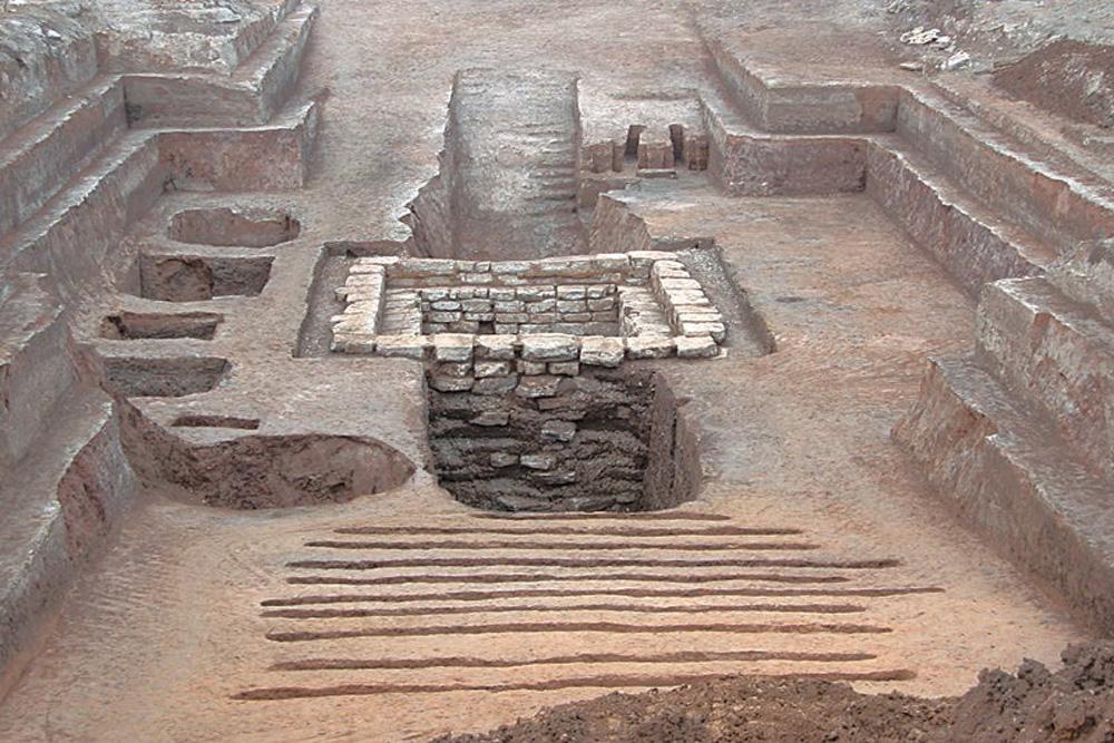 cin-eski-oyun-mezar