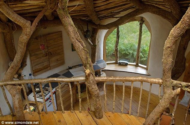 hobbit-house-5000-dolar-hobit-evinde-yasayan-aile-4