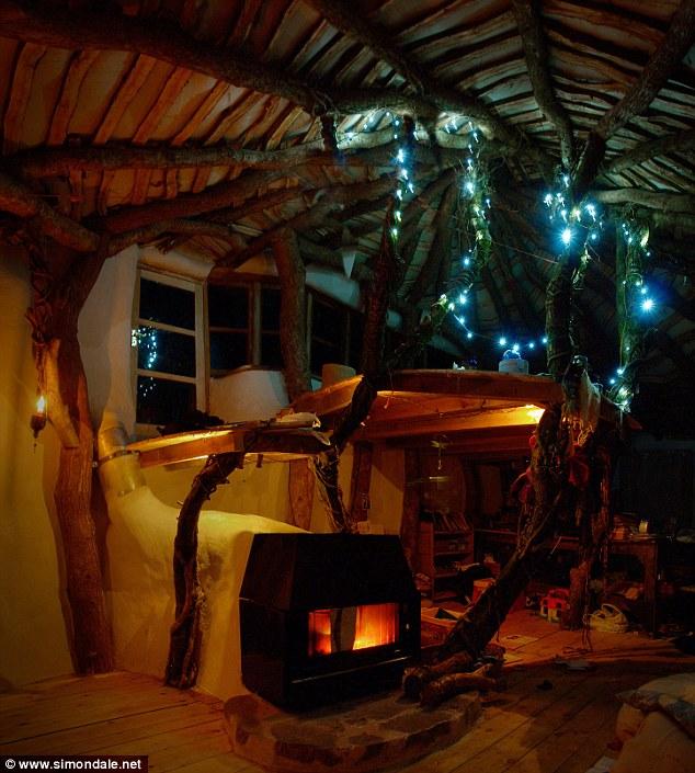 hobbit-house-5000-dolar-hobit-evinde-yasayan-aile-6