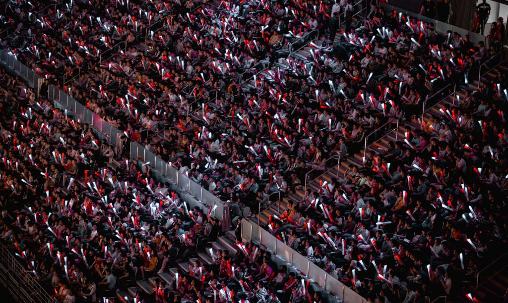 league_fans_at__16_mid_season_invitational_in_shanghai__china